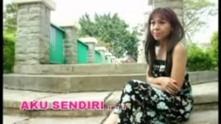 Download Ratih Purwasih - Kau Tercipta Bukan Untukku [Official Music Video]