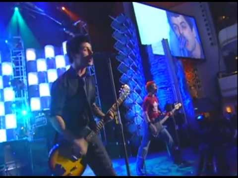 "Green Day Performs ""Teenage Lobotomy,"" ""Rockaway Beach"" and ""Blitzkrieg Bop"" in 2002"
