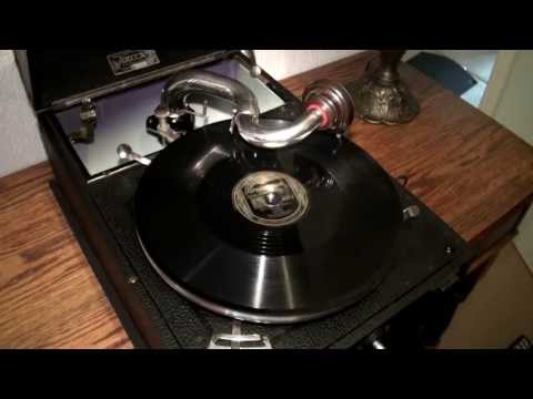 Decca Model 120 Gramophone 'The Jazz Me Blues'