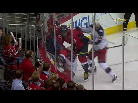 Capitals' Wilson blindsides Wennberg with massive hit