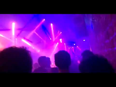 Kavinsky mix Stardust - Music Sounds Better with You @ AAA (14 avril 2018)