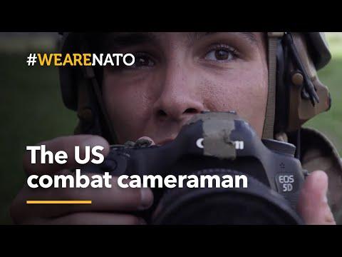 Il cameraman di guerra dell'esercito americano
