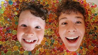 ORBEEZ BATH CHALLENGE WITH LITTLE BROTHER!