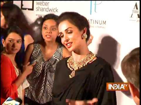 Jewellery Design Awards 2014: Malaika and Sonam Honour Jewellery Designers - India TV