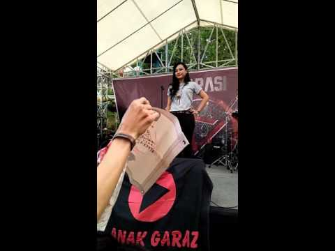 Free Download Garasi Ft Aiu Ratna - Bukan & D.k.a.d [fan Cam] Mp3 dan Mp4
