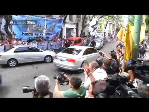 Cristina Fern�ndez de Kirchner abandona el hospital tras recibe el alta m�dica