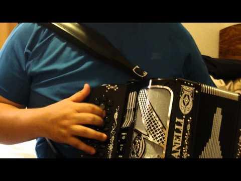 Arrastrando Las Patas - Larry Hernandez