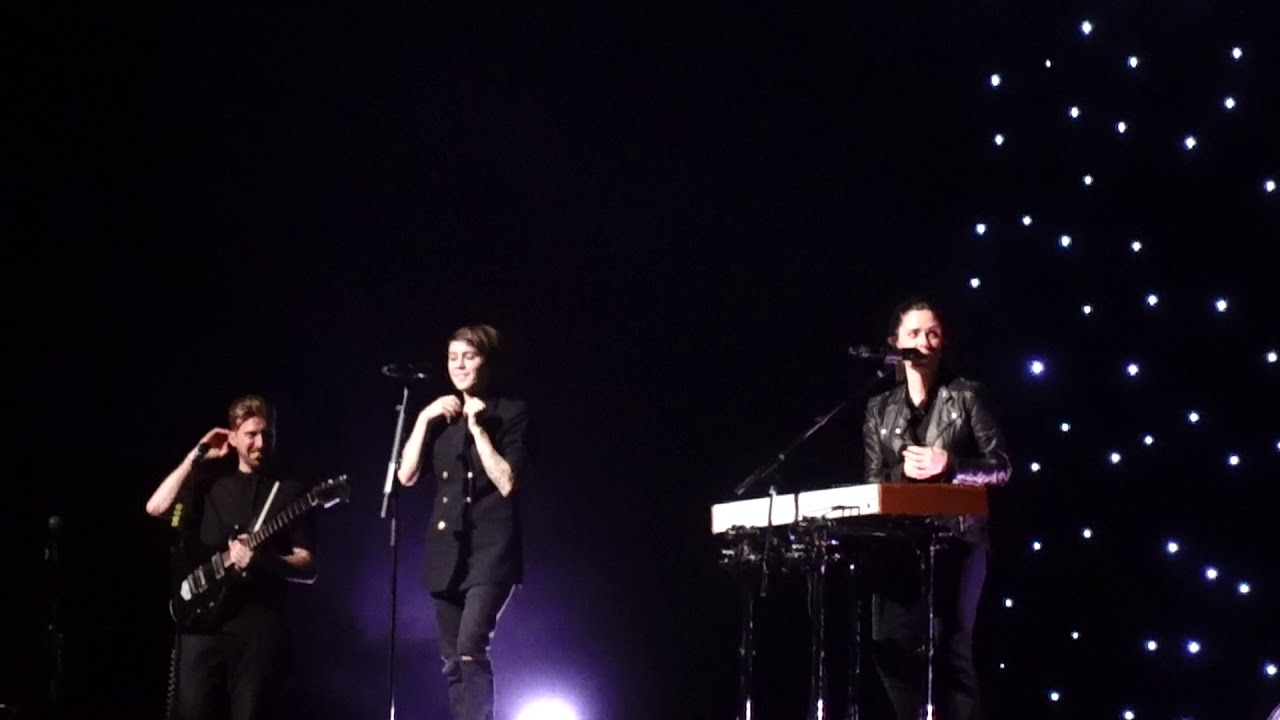 Tegan And Sara   Band Into And Living Room (Kings Theatre, NYC 11/8/17) Part 43
