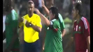 magnifique but de Maradona lors du match de gala à l'occasion de la Marche Verte