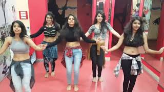 Tu Cheez Badi Hai Mast Mast 5 Girls Amazing dance