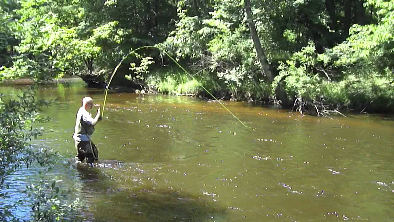 Fly fishing on pere marquette river youtube for Pere marquette river fishing report