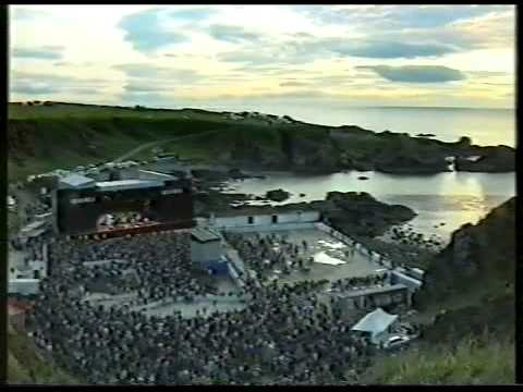 Wet Wet Wet perform live in Macduff, Scotland. (Edit 1)