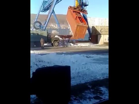 МЧ 3 Владивосток. Упал контейнер