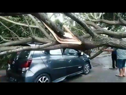 angin-puting-beliung-terjang-parepare,-sulawesi-selatan---breaking-news