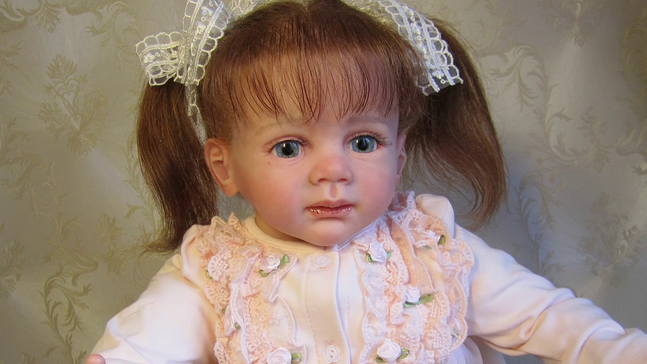 Куклы и аксессуары в интернет магазине детский мир по выгодным ценам. Большой выбор детских кукол и аксессуаров, акции, скидки.