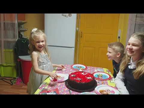 День рождения Виталины. Праздничный стол, тортик и подарки#сюрприз#вкуснятина#люблюготовить#мукбанг