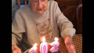Бабуля празднует 102 день рождения прикол 2015