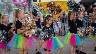 Występ taneczny mażoretek ze Stowarzyszenia Rozwoju Poprzez Taniec Progress.