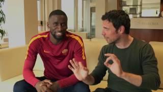 Dzeko, Rudiger ed El Shaarawy a lezione di Romanesco