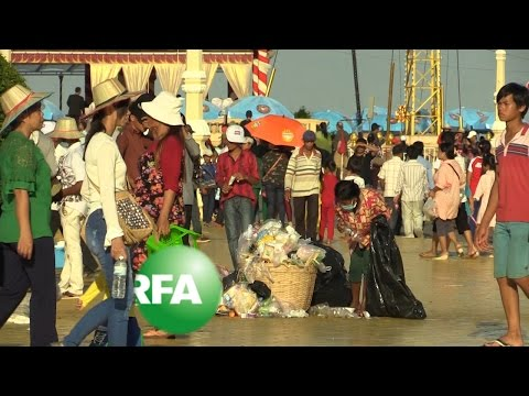Phnom Penh Deals with Post-Festival Garbage | Radio Free Asia (RFA)