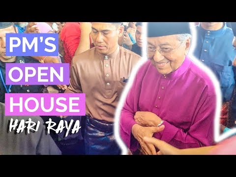 Tourists Shake Hands with Prime Minister of Malaysia - Raya Open House