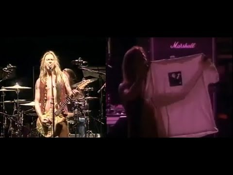 Jerry Cantrell Pays Tribute to Layne Staley Holding a T-shirt w/ Layne's Photo On Stage (04/27/2002)