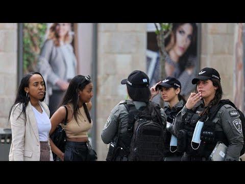 فيديو: إسرائيل تعفي سكانها من ارتداء الكمامات الواقية في الأماكن المفتوحة…  - نشر قبل 2 ساعة