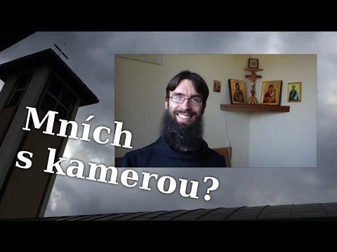 Mních s kamerou?
