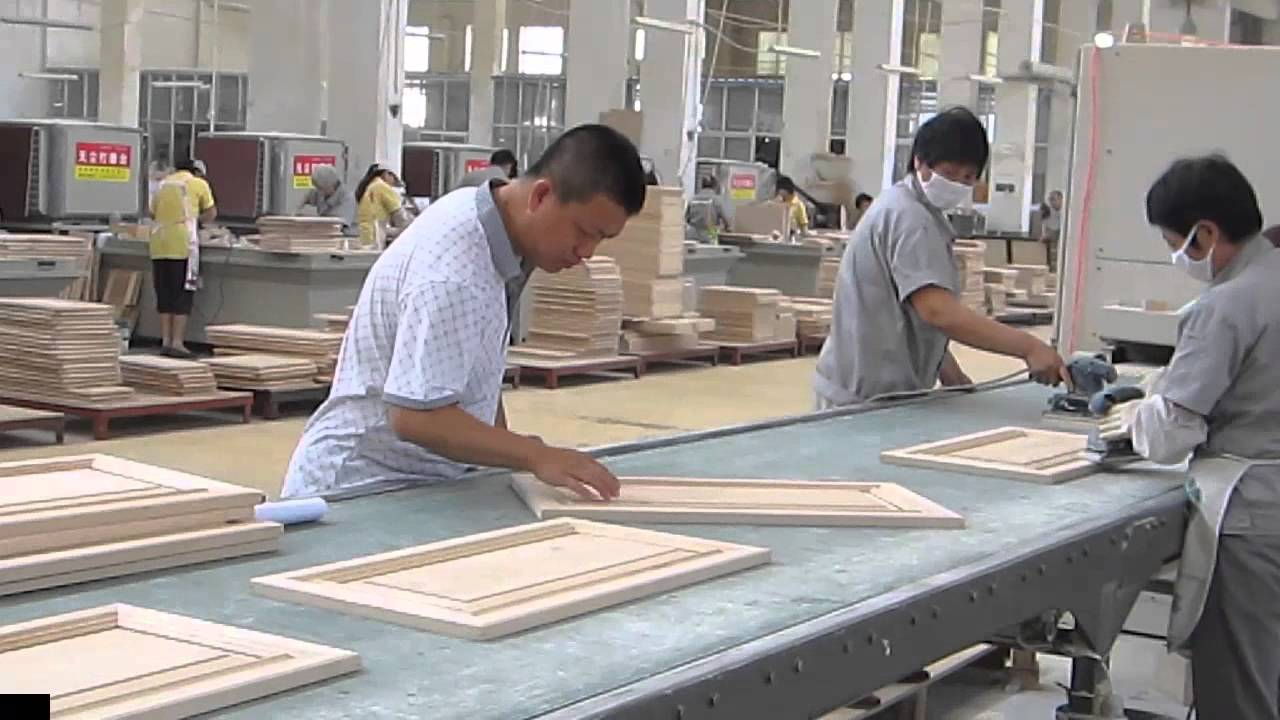Wood working inspection in kitchen cabinet factory in for Wood in chinese
