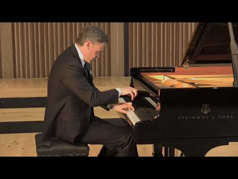 "Beethoven - Piano Sonata in D minor, Op. 31, No. 2 ""Tempest"": 2nd movement"