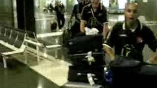 Conga del HC Eivissa en el aeropuerto de Gran Canaria