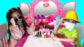 Косметика для девочек.  Играем в Салон Красоты  для детей