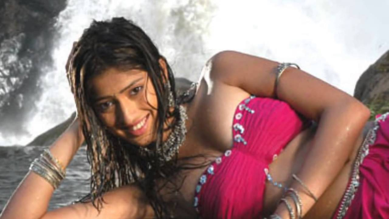 Lakshmi Rai Hot Bathing Scene In Sowkarpettai Movie - Youtube