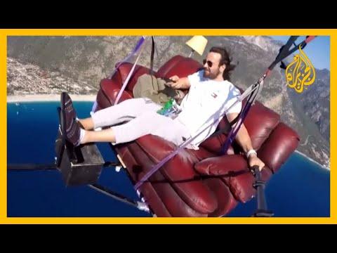 مشهد يحبس الأنفاس.. مغامر تركي يطير بأريكته????  - نشر قبل 2 ساعة