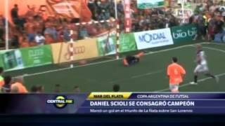 """Scioli protesta porque le cobran """"mano"""" en un partido amistoso"""