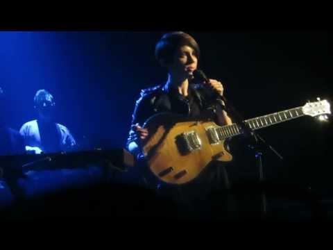 Tegan and Sara - On Directing + Sara Being sad at the time | Live @ Trianon - Paris | 25.jun.2013