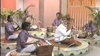 Tamil muslim songs KANNUKU IMAI PONDRA PENNE By E M Hanifa