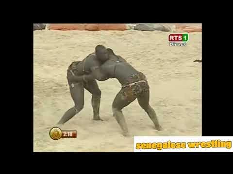 Senegalese Wrestling : Malik Niang vs Sakal