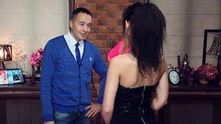видео Парень общается с девушкой по скайпу