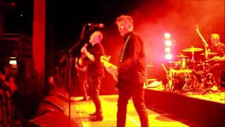 The Undertones play TEENAGE KICKS using a 1978 JOHN PEEL radio recording as intro