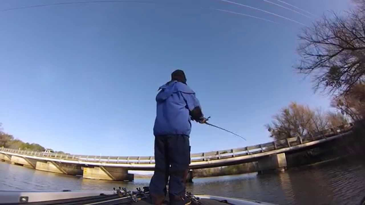 Clear lake bass fishing 2015 hudd deluxe youtube for Clear lake fishing report