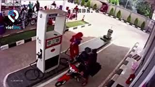Cảnh báo không được nghe điện thoại trong lúc đổ xăng