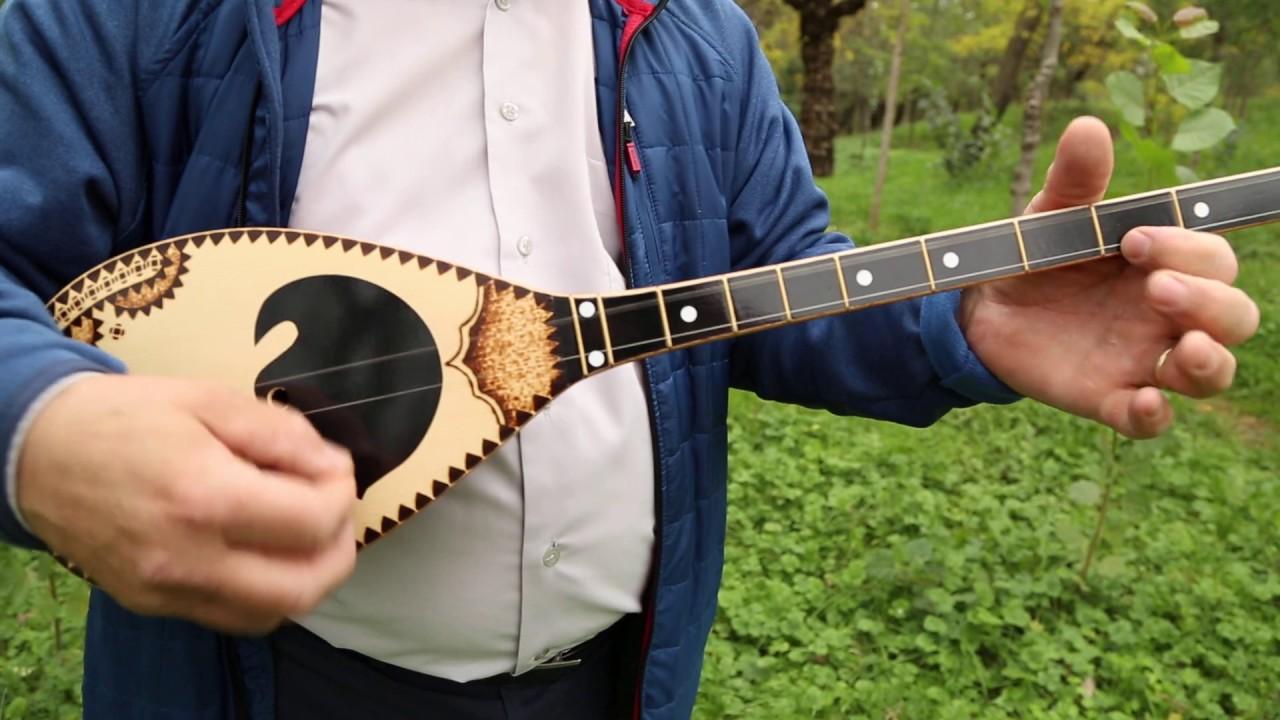 Download Çifteli Profesionale e punuar me dru Bagrem. (Playing Cifteli)
