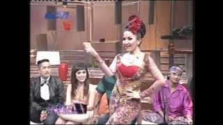 Neng Geulis (RORO FITRIA) di Sedap Malam