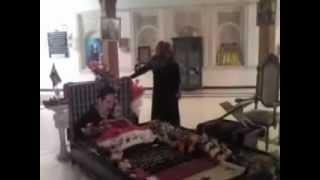 ساجدة عبيد تزور قبر صدام وتبكي عليه   YouTube