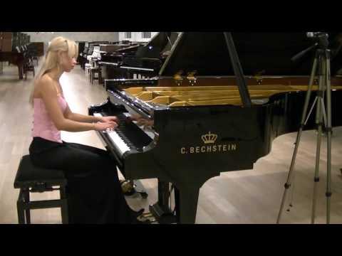 R. Schumann Fantasiestucke Op. 12 In der Nacht,  plays Anna Lipiak