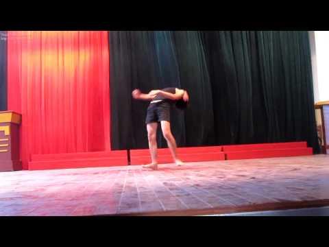 Hot Boy múa Ấn Độ
