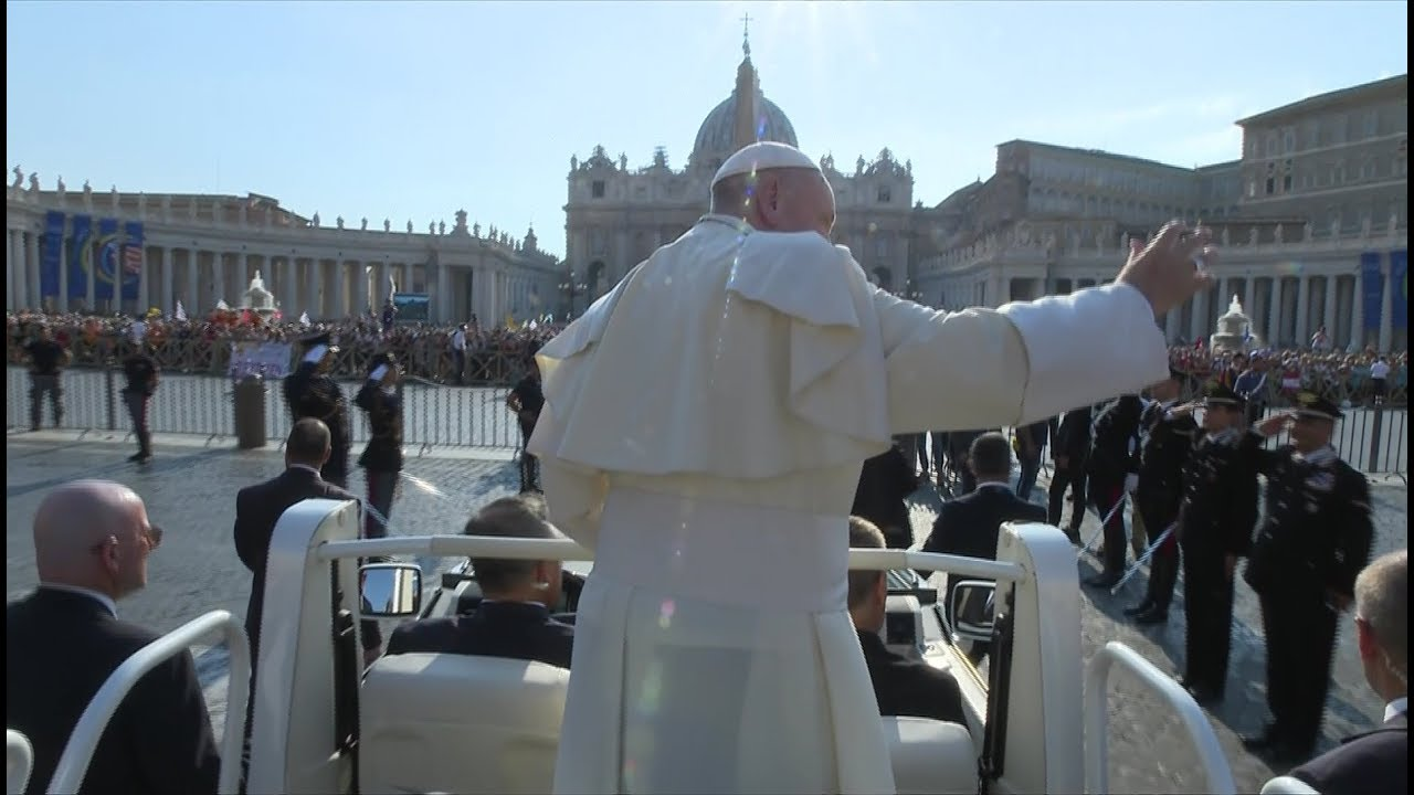 This Powerful Photo Shows Pope Francis Praying Alone In St ...