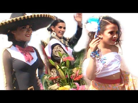 GORGEOUS Mexican GIRLS at MARIACHI Parade