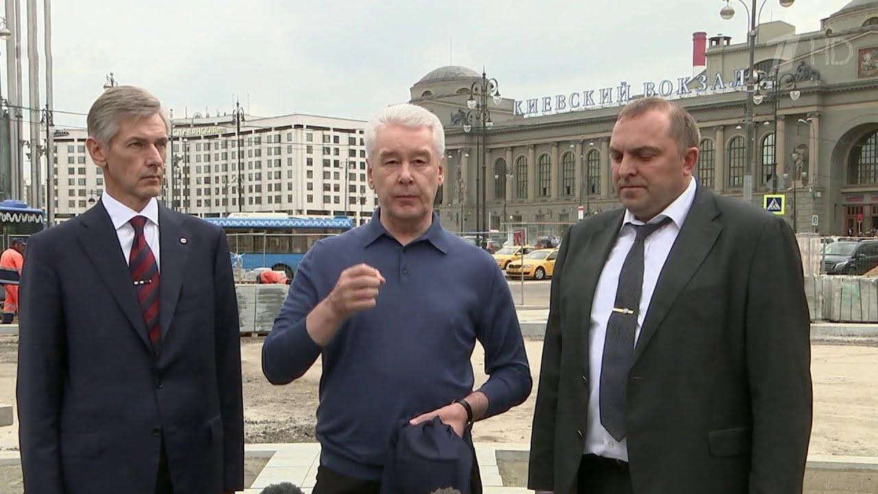 Сергей Собянин приехал на Киевский вокзал, чтобы посмотреть, как идут работы по благоустройству.